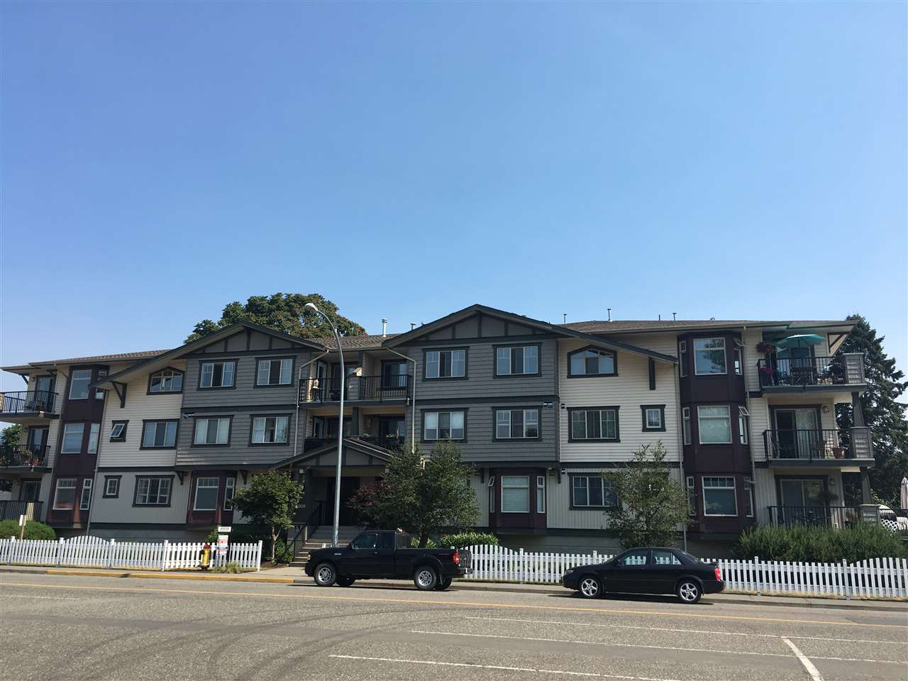 "Main Photo: 304 45535 SPADINA Avenue in Chilliwack: Chilliwack W Young-Well Condo for sale in ""Spadina Place"" : MLS® # R2189052"