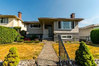 Main Photo: 2705 E 57TH Avenue in Vancouver: Fraserview VE House for sale (Vancouver East)  : MLS(r) # R2189615