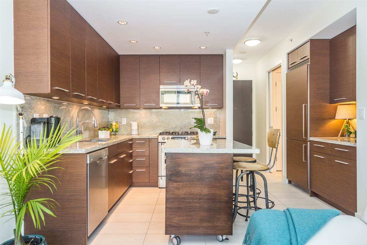 "Main Photo: 407 2528 MAPLE Street in Vancouver: Kitsilano Condo for sale in ""THE PULSE"" (Vancouver West)  : MLS® # R2239486"