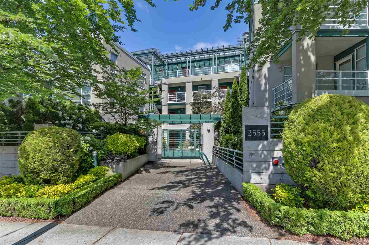 Main Photo: 101 2555 W 4TH Avenue in Vancouver: Kitsilano Condo for sale (Vancouver West)  : MLS®# R2268758