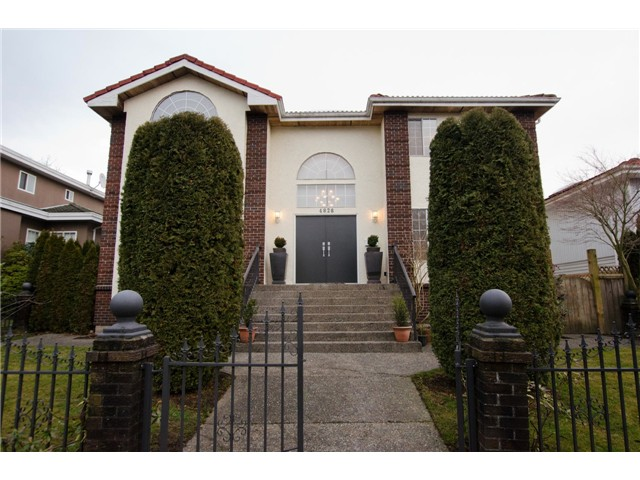 Main Photo: 4828 QUEBEC Street in Vancouver: Main House for sale (Vancouver East)  : MLS® # V1039986