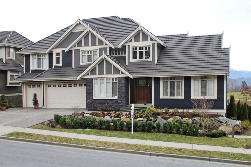 "Photo 1: 2586 EAGLE MOUNTAIN Drive in Abbotsford: Abbotsford East House for sale in ""Eagle Mountain"" : MLS® # F1401398"