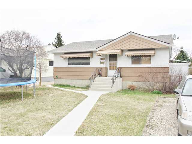 Main Photo: 3024 COCHRANE Road NW in CALGARY: Banff Trail Residential Detached Single Family for sale (Calgary)  : MLS® # C3613096