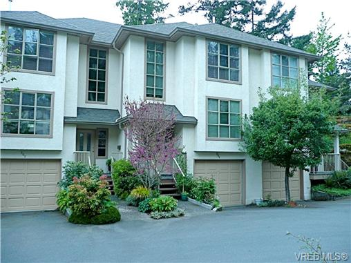 Main Photo: 304 510 Marsett Place in VICTORIA: SW Royal Oak Townhouse for sale (Saanich West)  : MLS(r) # 278404
