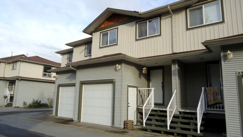 "Main Photo: 12 39754 GOVERNMENT Road in Squamish: Northyards Townhouse for sale in ""Mapletree Court"" : MLS®# R2013701"