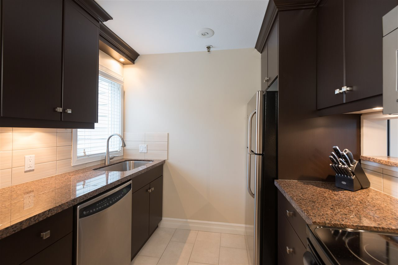 "Photo 7: B2 1100 W 6TH Avenue in Vancouver: Fairview VW Townhouse for sale in ""Fairview Place"" (Vancouver West)  : MLS(r) # R2019721"