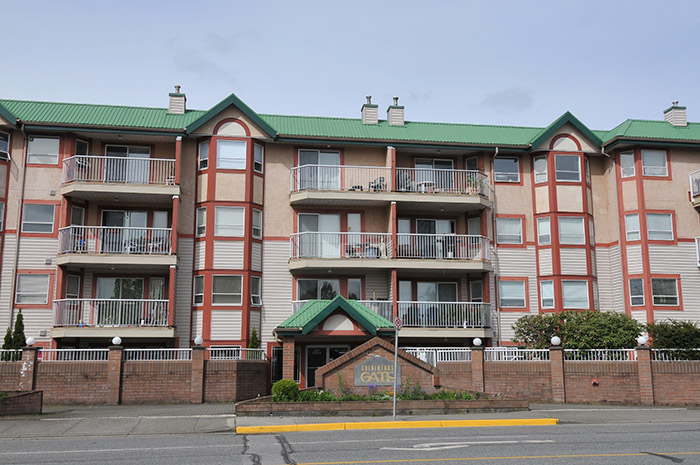 "Main Photo: 221 22661 LOUGHEED Highway in Maple Ridge: East Central Condo for sale in ""GOLDEN EARS GATE"" : MLS® # R2057447"