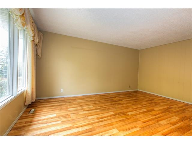 Photo 7: 27 ERIN WOODS Place SE in Calgary: Erin Woods House for sale : MLS® # C4061068