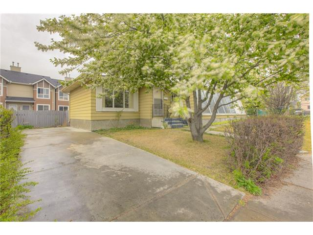Photo 2: 27 ERIN WOODS Place SE in Calgary: Erin Woods House for sale : MLS® # C4061068