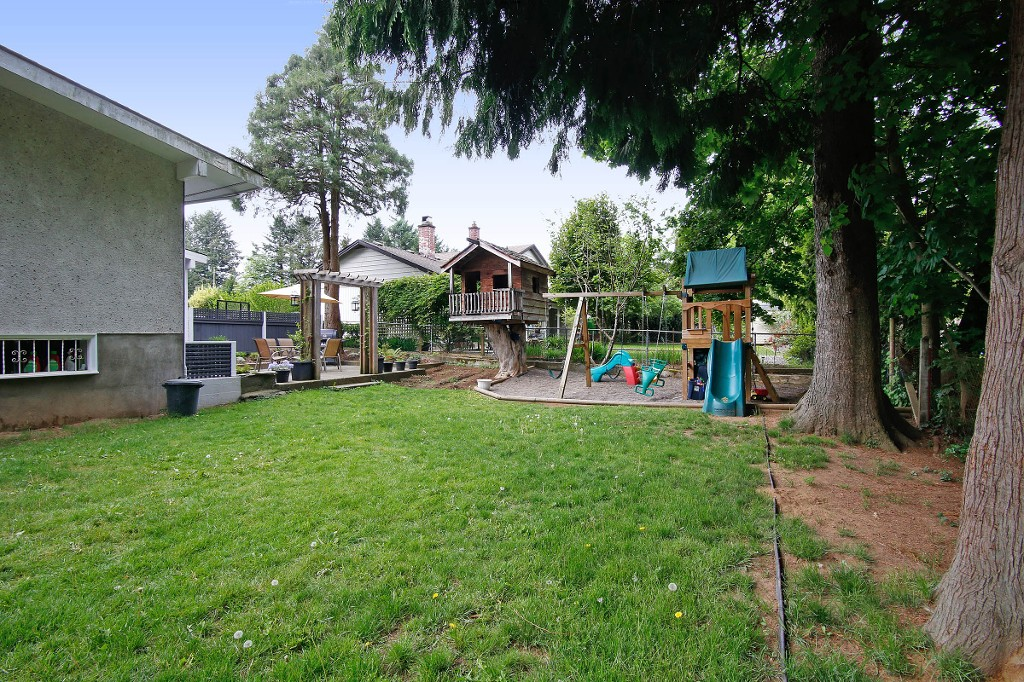 Photo 15: 33721 MAYFAIR Avenue in Abbotsford: Central Abbotsford House for sale : MLS® # R2065117