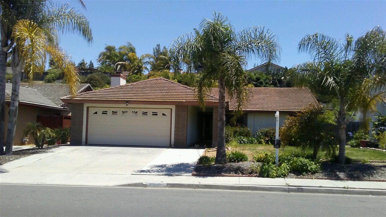 Main Photo: OCEANSIDE House for sale : 3 bedrooms : 4909 Meadowbrook