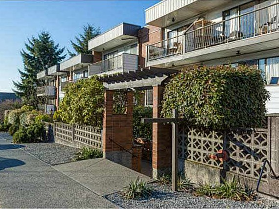 "Main Photo: 221 2033 TRIUMPH Street in Vancouver: Hastings Condo for sale in ""MACKENZIE HOUSE"" (Vancouver East)  : MLS® # R2093555"