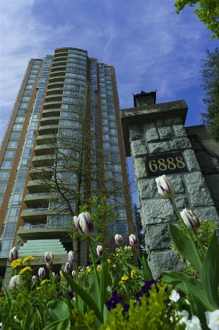 Main Photo: 803 6888 STATION HILL Drive in Burnaby: South Slope Condo for sale (Burnaby South)  : MLS(r) # R2167276