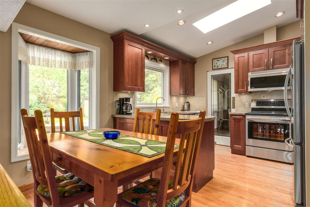Photo 3: 3147 WILLIAM Avenue in North Vancouver: Lynn Valley House for sale : MLS(r) # R2178957