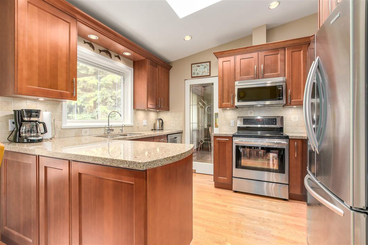 Photo 4: 3147 WILLIAM Avenue in North Vancouver: Lynn Valley House for sale : MLS(r) # R2178957