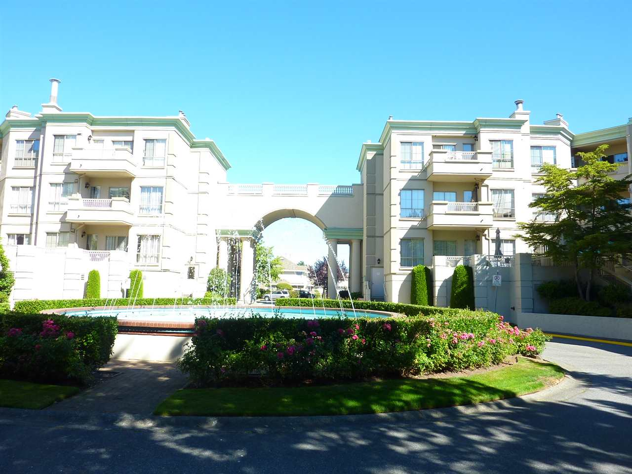 Photo 2: 211 8580 GENERAL CURRIE Road in Richmond: Brighouse South Condo for sale : MLS® # R2200455