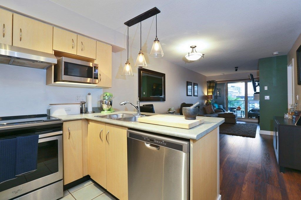 Photo 3: Photos: 316 332 LONSDALE Avenue in North Vancouver: Lower Lonsdale Condo for sale : MLS® # R2224894