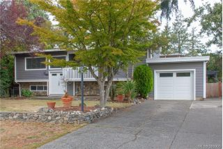Main Photo: 860 Beckwith Avenue in VICTORIA: SE Lake Hill Single Family Detached for sale (Saanich East)  : MLS®# 399906