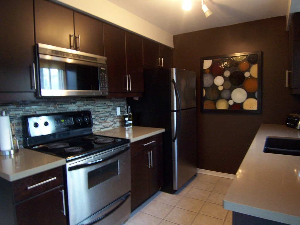 Photo 7: 11 2272 Mowat in Oakville: Condo for sale : MLS(r) # 2040890