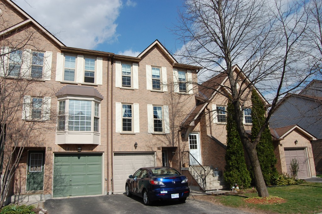 Main Photo: 11 2272 Mowat in Oakville: Condo for sale : MLS(r) # 2040890