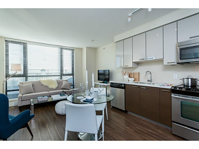 Photo 3: 1004 258 SIXTH Street in New Westminster: Uptown NW Condo for sale : MLS® # V1051883