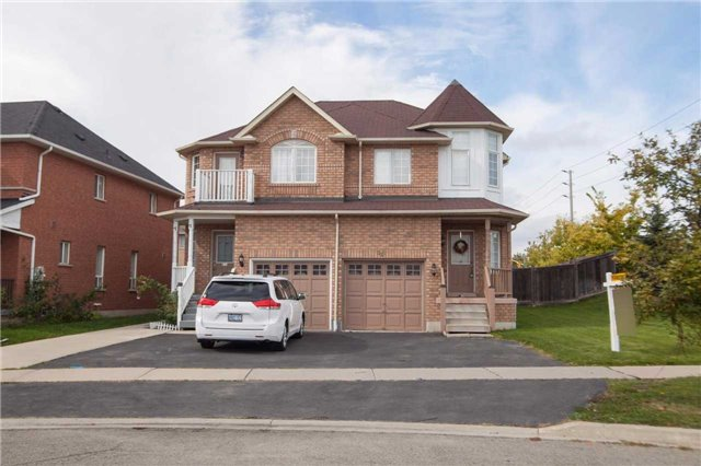 Main Photo: 531 Garden Walk in Mississauga: Meadowvale Village House (2-Storey) for sale : MLS(r) # W3337139