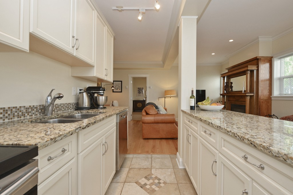 Photo 9: 1 1376 Pandora Avenue in VICTORIA: Vi Fernwood Condo Apartment for sale (Victoria)  : MLS(r) # 364456