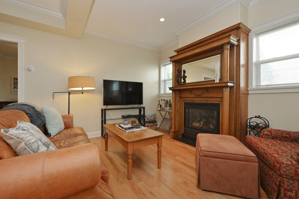 Photo 2: 1 1376 Pandora Avenue in VICTORIA: Vi Fernwood Condo Apartment for sale (Victoria)  : MLS(r) # 364456