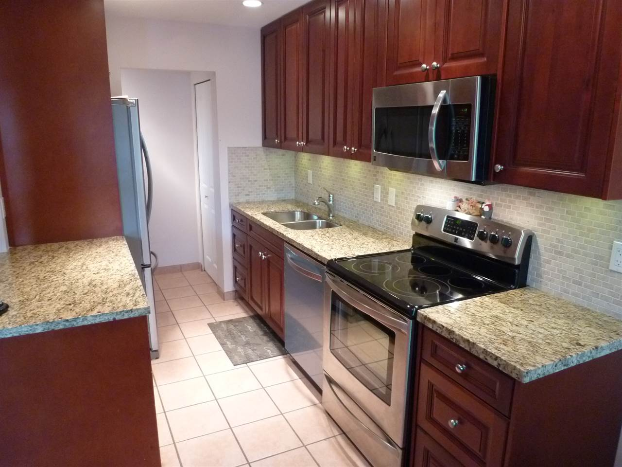 "Photo 2: 1 45 FOURTH Street in New Westminster: Downtown NW Condo for sale in ""THE DORCHESTER"" : MLS® # R2072240"