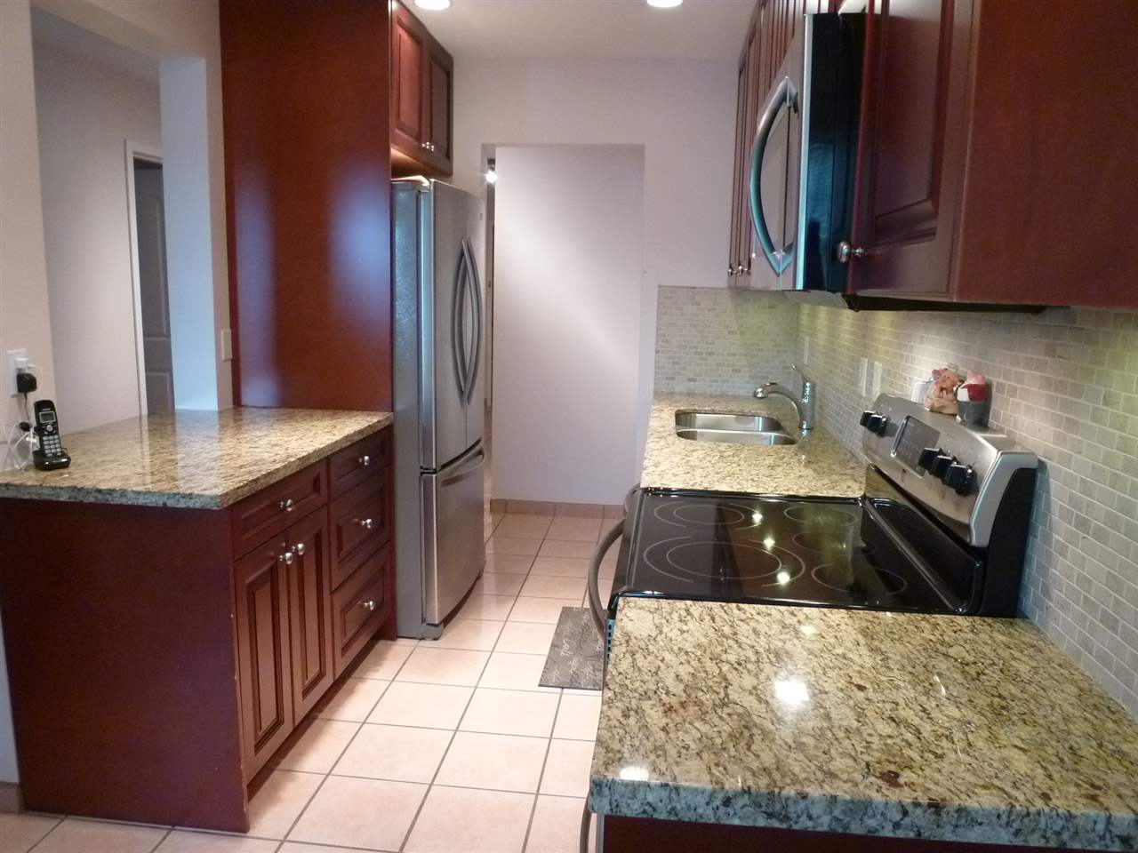 "Photo 3: 1 45 FOURTH Street in New Westminster: Downtown NW Condo for sale in ""THE DORCHESTER"" : MLS® # R2072240"
