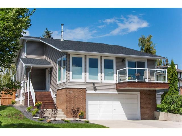 Main Photo: 252 RANCH ESTATES Drive NW in Calgary: Ranchlands House for sale : MLS(r) # C4076028
