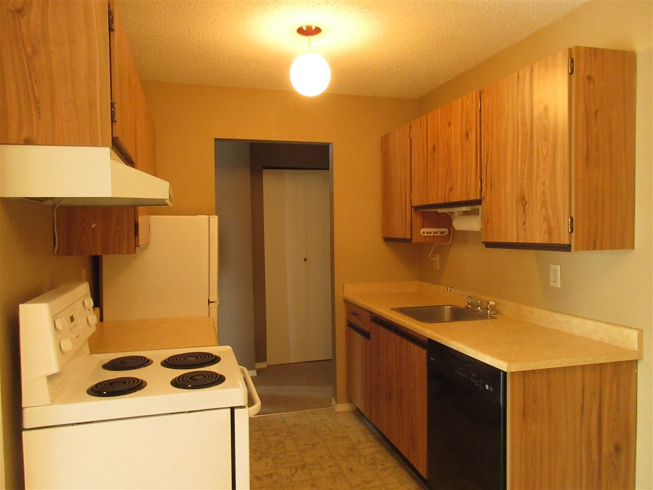 "Photo 5: 309 45749 SPADINA Avenue in Chilliwack: Chilliwack W Young-Well Condo for sale in ""CHILLIWACK GARDENS"" : MLS(r) # R2137266"