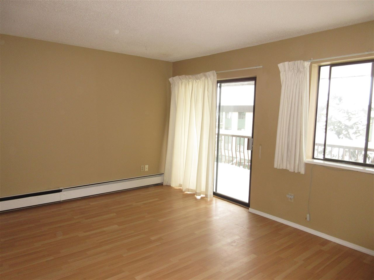 "Photo 3: 309 45749 SPADINA Avenue in Chilliwack: Chilliwack W Young-Well Condo for sale in ""CHILLIWACK GARDENS"" : MLS® # R2137266"
