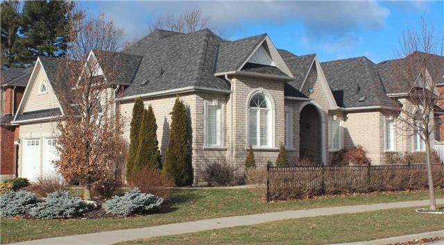 Main Photo:  in Whitby: Taunton North House (Bungalow) for lease : MLS® # E3714407