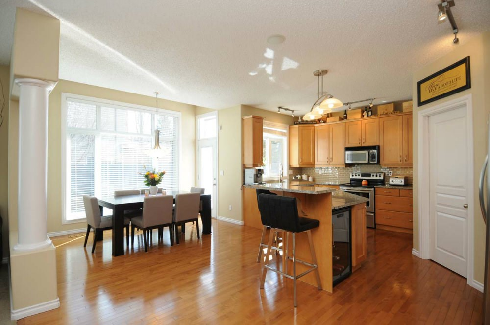 Photo 3: 20 PRESTIGE Point in Edmonton: Zone 22 House for sale : MLS(r) # E4067391