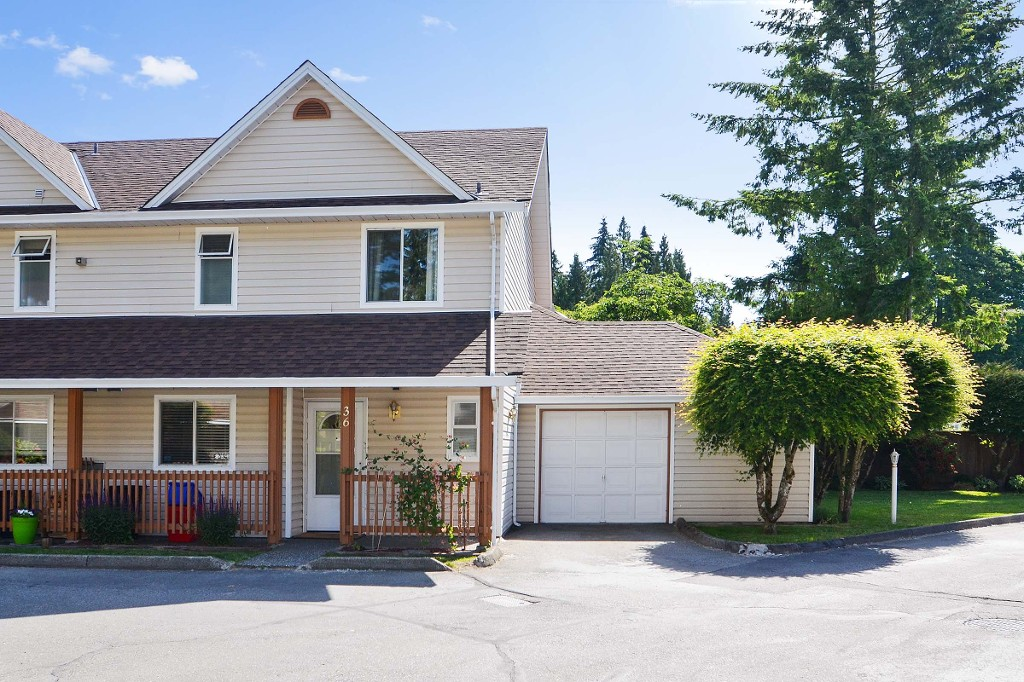 "Main Photo: 36 20699 120B Avenue in Maple Ridge: Northwest Maple Ridge Townhouse for sale in ""THE GATEWAY"" : MLS® # R2174984"
