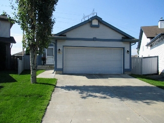 Main Photo: 9215 163 Avenue in Edmonton: Zone 28 House for sale : MLS® # E4077934