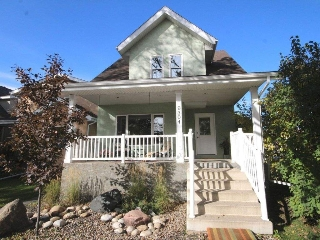 Main Photo: 9304 83 Avenue in Edmonton: Zone 18 House for sale : MLS® # E4083886