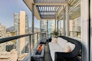 "Main Photo: 2204 1420 W GEORGIA Street in Vancouver: West End VW Condo for sale in ""The George"" (Vancouver West)  : MLS® # R2214728"