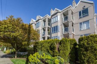 "Main Photo: 302 2195 W 5TH Avenue in Vancouver: Kitsilano Condo for sale in ""The Heartstone"" (Vancouver West)  : MLS®# R2259662"