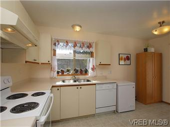 Photo 8: 709 Kelly Road in VICTORIA: Co Hatley Park Single Family Detached for sale (Colwood)  : MLS® # 292621