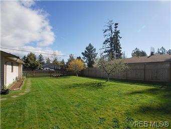 Photo 17: 709 Kelly Road in VICTORIA: Co Hatley Park Single Family Detached for sale (Colwood)  : MLS® # 292621