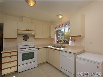 Photo 9: 709 Kelly Road in VICTORIA: Co Hatley Park Single Family Detached for sale (Colwood)  : MLS® # 292621