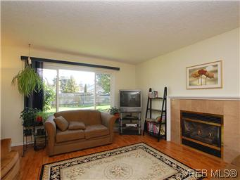 Photo 3: 709 Kelly Road in VICTORIA: Co Hatley Park Single Family Detached for sale (Colwood)  : MLS® # 292621