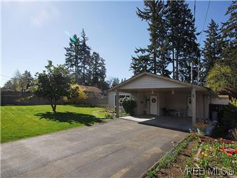 Main Photo: 709 Kelly Road in VICTORIA: Co Hatley Park Single Family Detached for sale (Colwood)  : MLS® # 292621