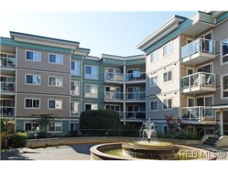 Main Photo: 301 649 Bay Street in VICTORIA: Vi Downtown Condo Apartment for sale (Victoria)  : MLS® # 302750