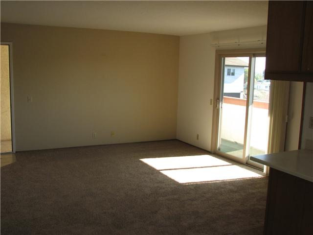 Photo 2: CLAIREMONT Home for sale or rent : 2 bedrooms : 4415 Clairemont #3 in San Diego