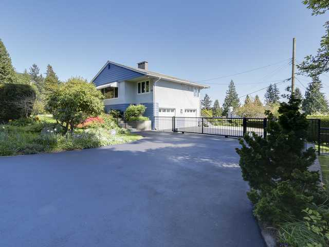 "Main Photo: 3871 SUNNYCREST Drive in North Vancouver: Forest Hills NV House for sale in ""Forest Hills/Edgemont"" : MLS® # V1117979"