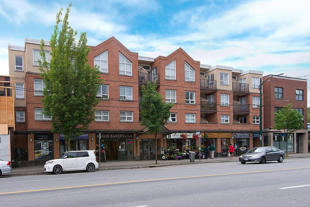"Main Photo: 208 3638 W BROADWAY in Vancouver: Kitsilano Condo for sale in ""CORAL COURT"" (Vancouver West)  : MLS(r) # V1127113"