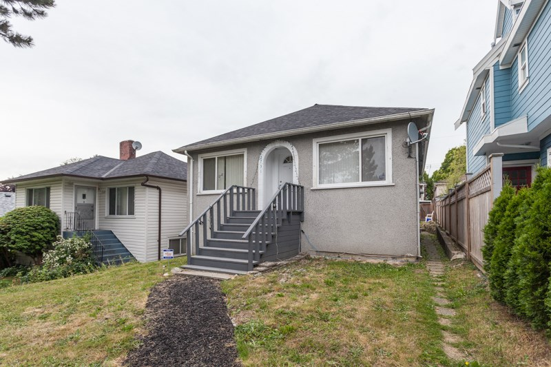 "Main Photo: 2731 DUKE Street in Vancouver: Collingwood VE House for sale in ""NORQUAY NEIGHNOURHOOD"" (Vancouver East)  : MLS®# R2109817"